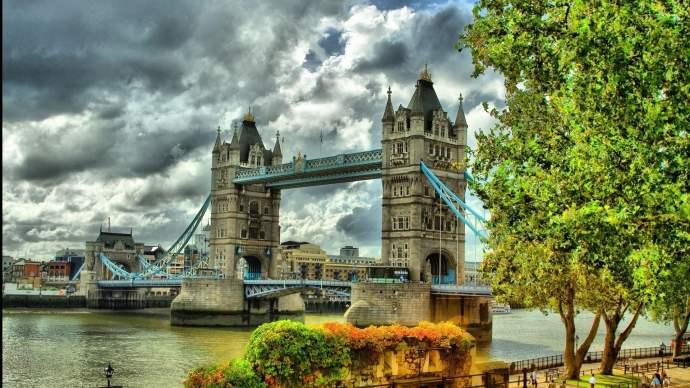 London-Tower-Bridge-summer.jpg